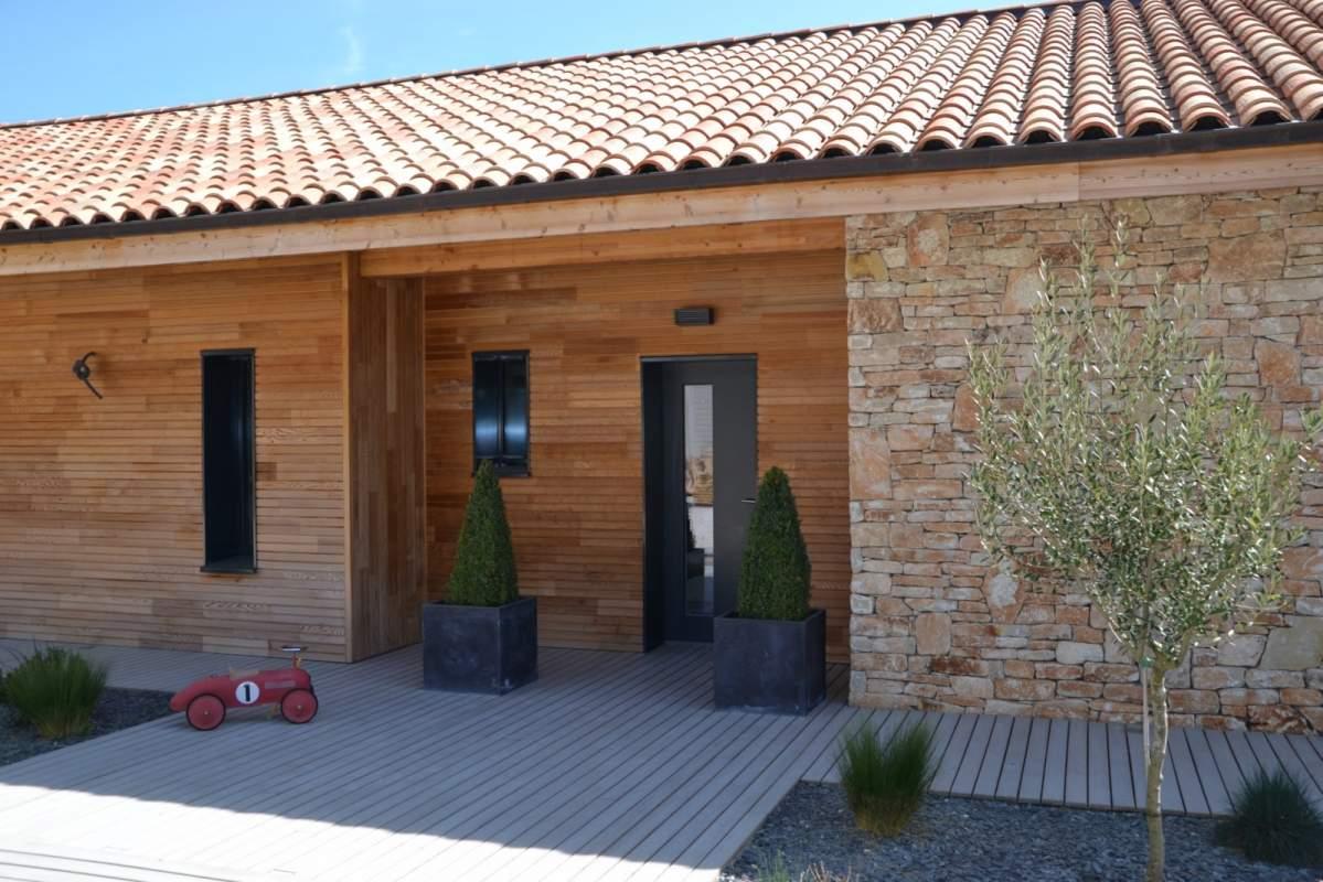 construction d 39 une terrasse bois contemporaine en luberon constructeur de maisons cologiques. Black Bedroom Furniture Sets. Home Design Ideas