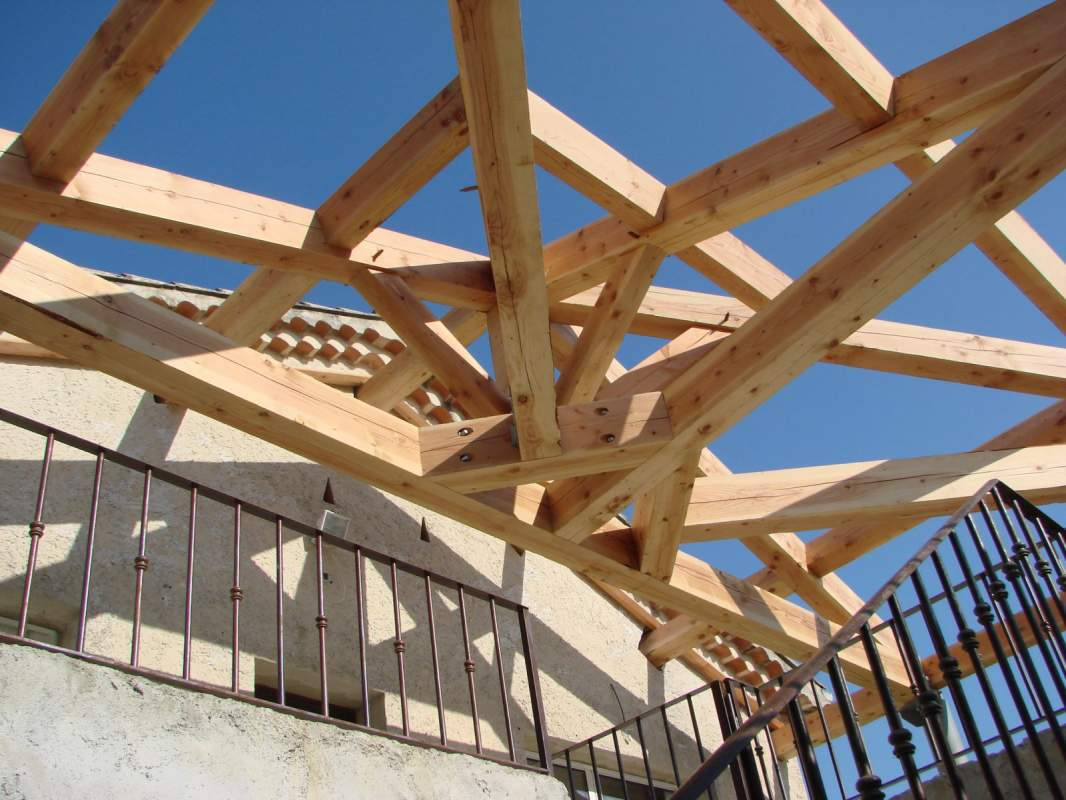 fabrication et pose d 39 un auvent roussillon constructeur de maisons cologiques en provence. Black Bedroom Furniture Sets. Home Design Ideas