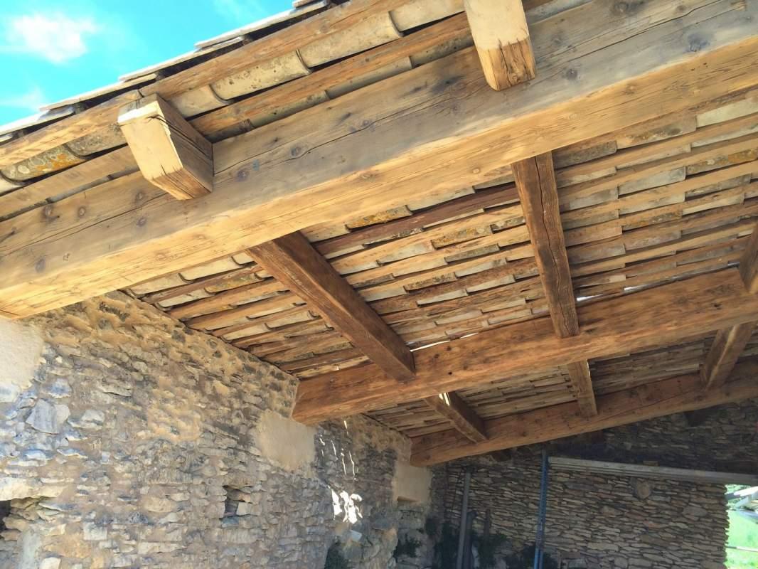 Je Veux Construire Un Auvent En Vieux Bois Et Vieilles Tuiles En ~ Construire  Auvent De Terrasse En Bois