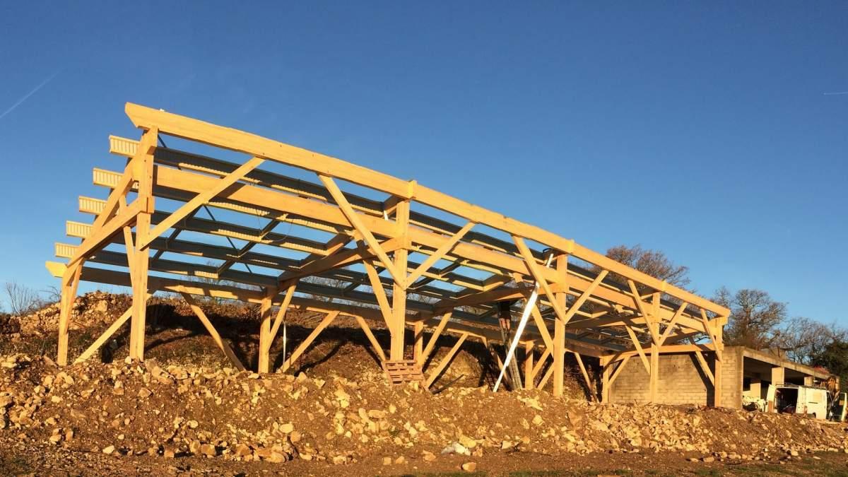 Fabrication d'un hangar agricole en bois au coeur du Luberon 84400 Saignon Constructeur de  # Hangar Agricole En Bois