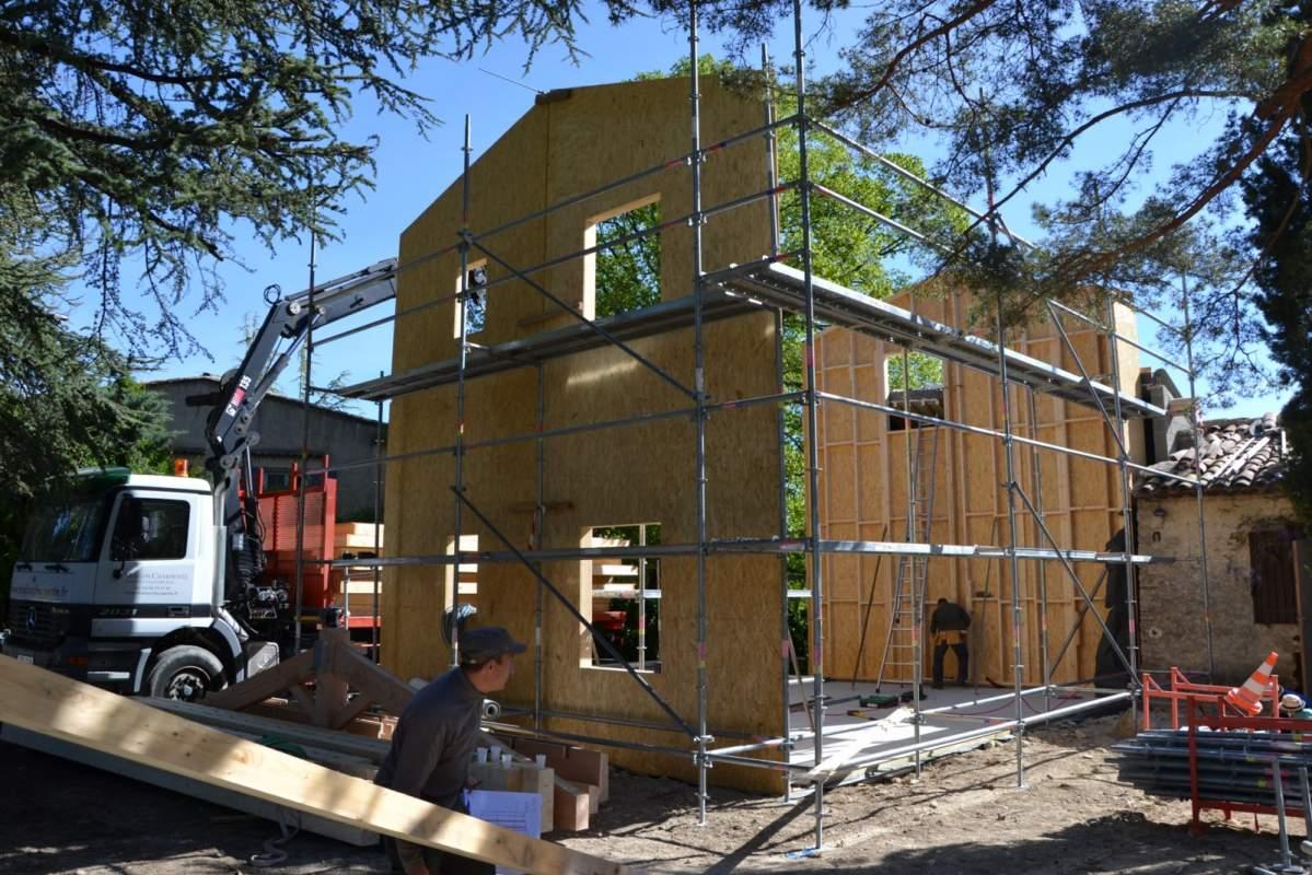 Extension ossature bois d 39 une maison traditionnelle for Agrandissement maison 71