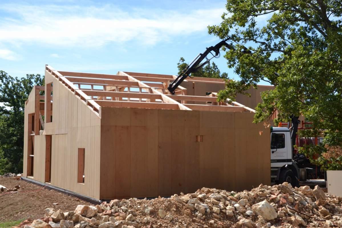 Fabricant de maison ossature bois bioclimatique cavaillon 84 constructeur de maisons for Fabricant maison ossature bois