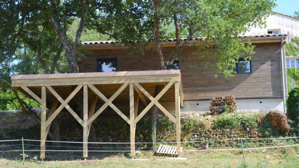 Structure Terrasse Bois Surélevée construction d'une terrasse bois sur pilotis en vaucluse (84