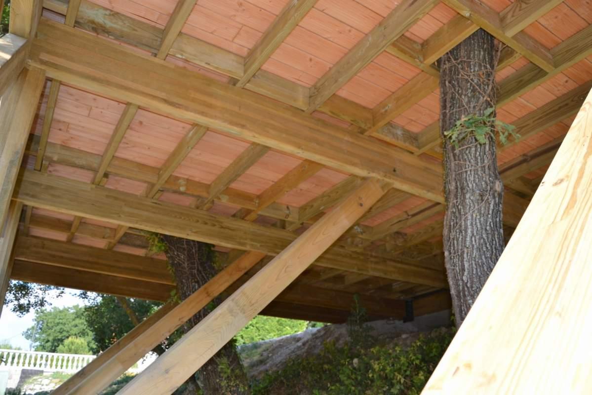 Construction d 39 une terrasse bois en vaucluse 84 constructeur de maiso - Agrandir une terrasse surelevee ...