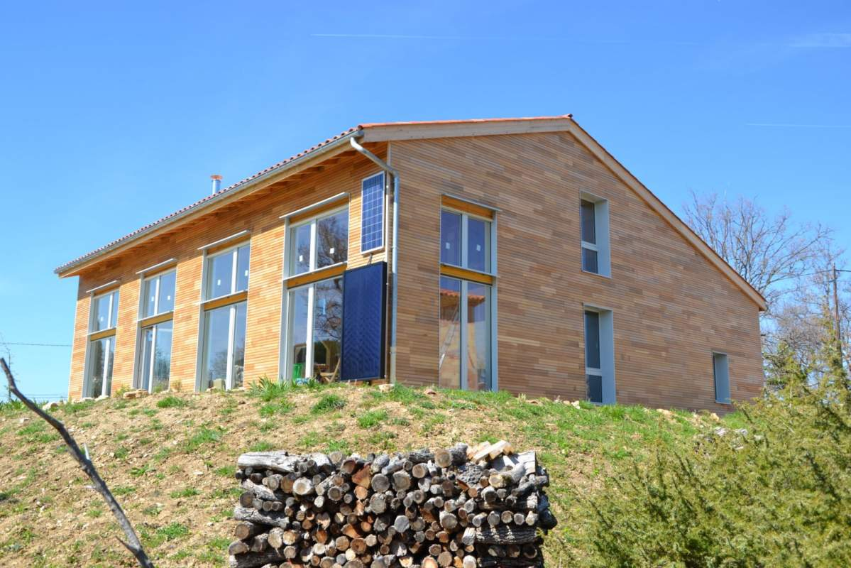 Construction d 39 une maison ossature bois bioclimatique for Maison des temps modernes