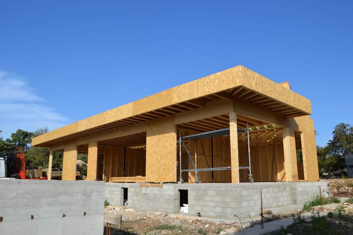Maison contemporaine ossature bois et pierres s ches 84480 au coeur du luberon for Maison contemporaine bois