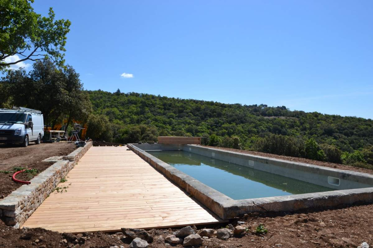 Cr ation d 39 une terrasse bois pour piscine saint saturnin for Piscines contemporaines