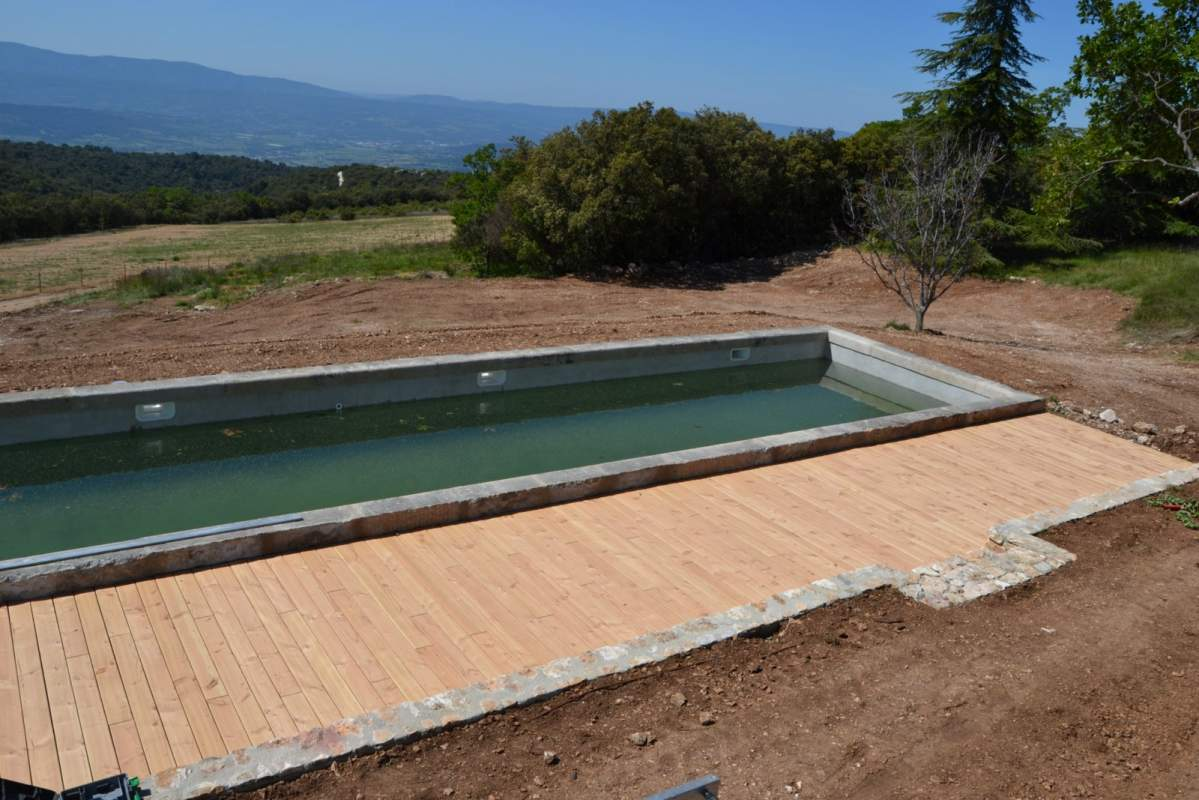 Cr ation d 39 une terrasse bois pour piscine saint saturnin for Piscine de la riche