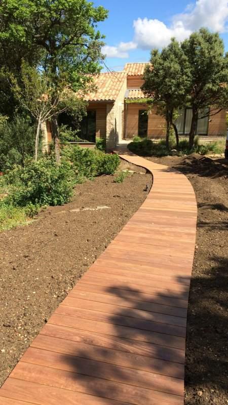 Cr ation d 39 une terrasse bois et deck piscine en provence for Agrandir terrasse bois