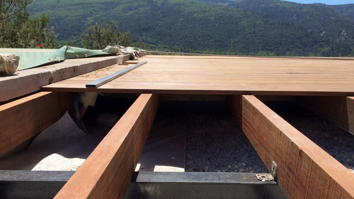 terrasses bois à Saint Saturnin Les Apt 84490 Vaucluse