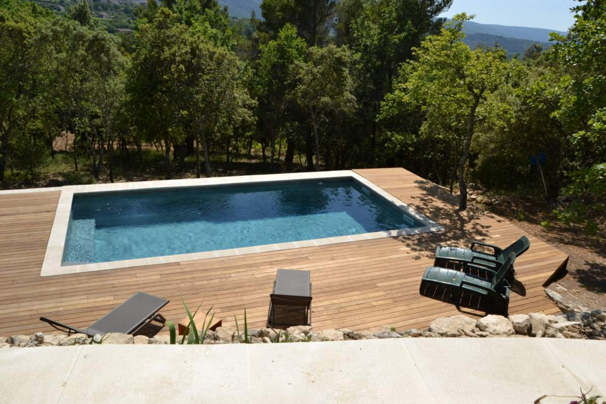 Fabrication et pose d 39 un deck de piscine bonnieux 84480 for Piscine bois terrasse