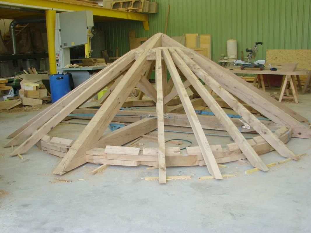 Reconstruction de la tour ronde d 39 un ch teau 04870 for Tour a bois maison