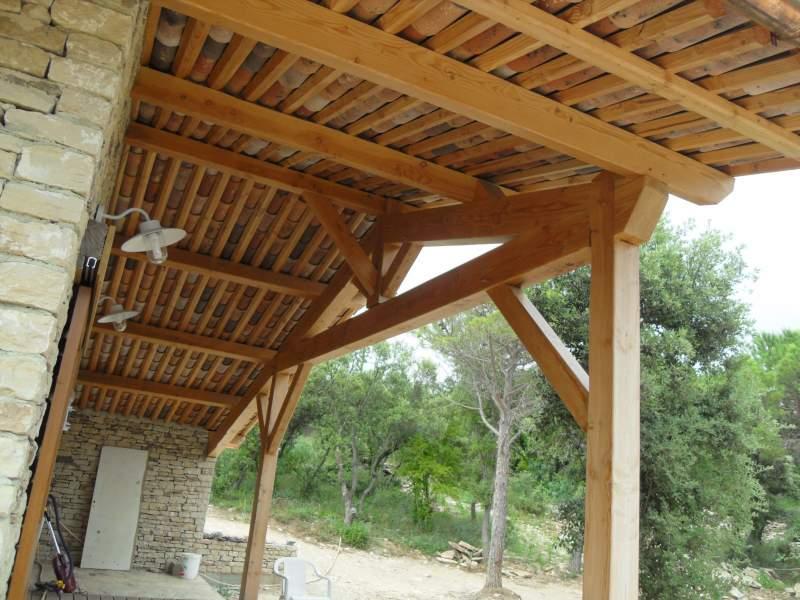 construction du toit d 39 un mas en pierres gordes 84220 constructeur de maisons cologiques. Black Bedroom Furniture Sets. Home Design Ideas