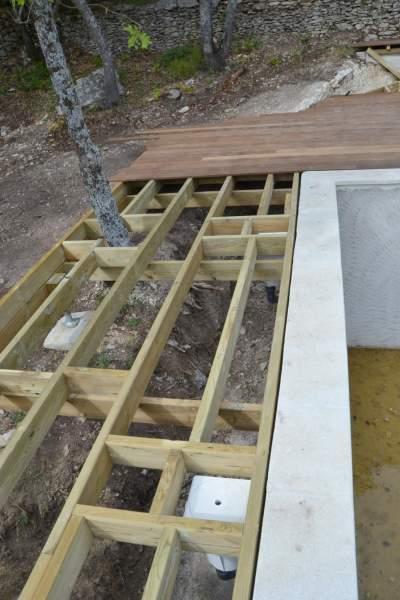 fabrication et pose d 39 un deck de piscine bonnieux 84480 constructeur de maisons. Black Bedroom Furniture Sets. Home Design Ideas