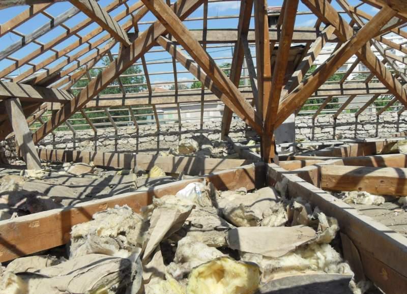 r novation d 39 une toiture avec reconstruction de la charpente traditionnelle apt en luberon. Black Bedroom Furniture Sets. Home Design Ideas
